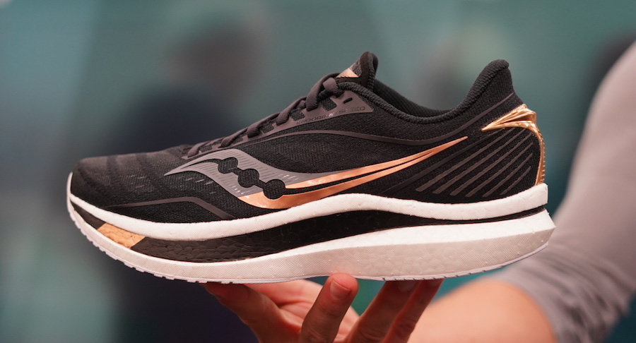 saucony endorphin speed - black and gold